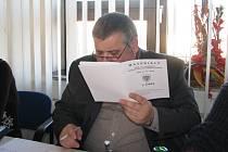 Ladislav Chromec na prosincovém jednání třineckých zastupitelů. Jeho nástupce měl vzejít z výběrových řízení, podle radních se ale vhodný kandidát nenašel.