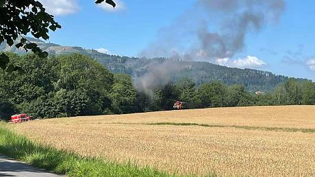 Dým z hořícího letadla ve Frýdlantě byl vidět z dálky.