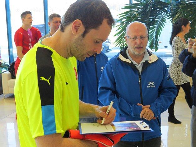 Český národní fotbalový tým navštívil v sobotu závod Hyundai Motor Manufacturing Czech v Nošovicích. Strávil tam zhruba dvě hodiny.
