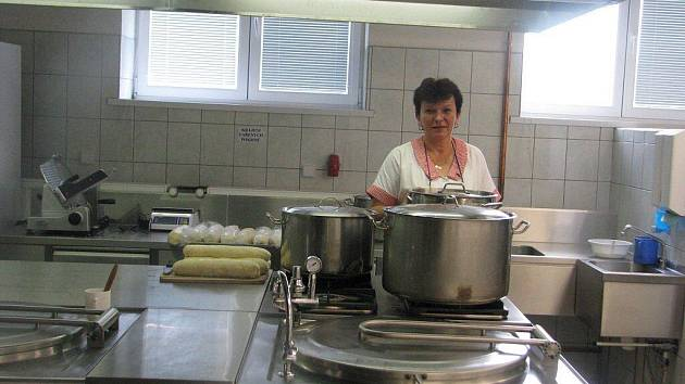 Základní škola v Janovicích se dočkala zrekonstruované školní kuchyně.