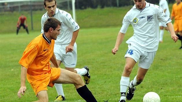 Úvodní jarní zápas fotbalistům Kozlovic vůbec nevyšel. Od Jakubčovic inkasovali Kozlovičtí pět branek. Ilustrační foto.
