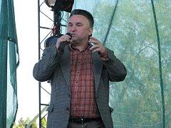 Diváky bavil herec Jaroslav Sypal.