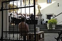 K 740. výročí popřáli městu Brušperku v pátek 8. května hned dva pěvecké sbory – Smíšený pěvecký sbor Lašan Brušperk a Pěvecký sbor Bílovec.