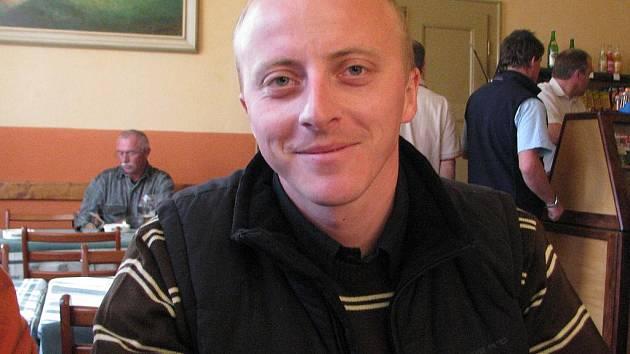 Člen SDH Bystré Jiří Foldyna říká, že sbor chce sobotní soutěž, kterou začne letošní ročník Beskydské ligy, uspořádat na odpovídající úrovni.