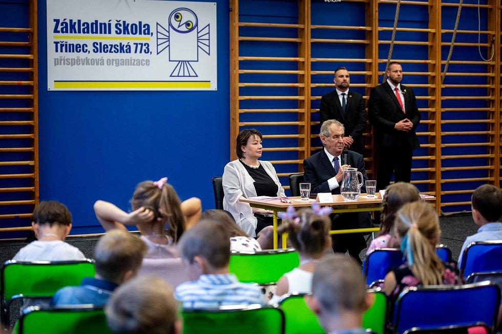 Prvňáky ZŠ Slezská v Třinci přivítal v novém školním roce 2019/2020 prezident ČR Miloš Zeman.