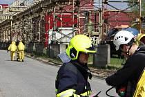 Cvičení hasičů v podniku Biocel Paskov.