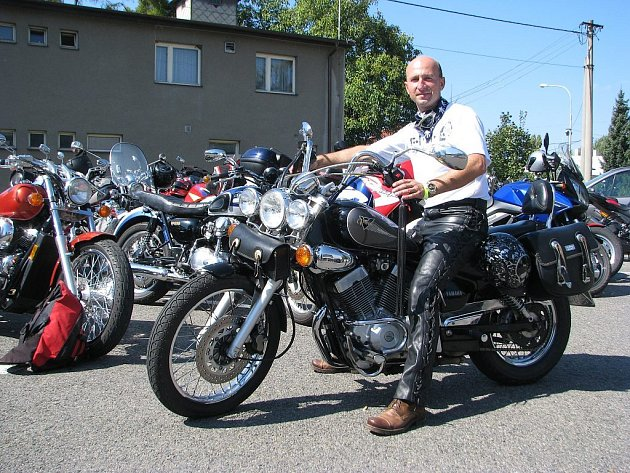 K Žermanické přehradě se o víkendu sjeli motorkáři.