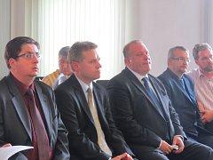 Okresní soud ve Frýdku-Místku se začal v pondělí 26. května zabývat kauzou zmanipulovaných zakázek frýdecko-místeckého magistrátu.
