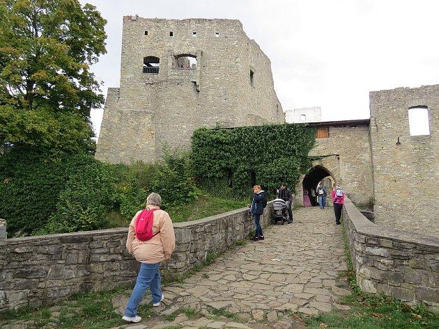 Hukvaldský hrad je oblíbeným cílem turistů jak z regionu, tak z celého Česka.