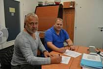 Radim Mamula (vlevo) a Daniel Černaj na snímku z roku 2019. Tehdy byl ve fotbalovém prostředí ještě klid.