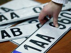 Registrační značky s určeným nápisem některým řidičům nevyhovují. Ilustrační foto.