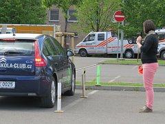 Řidiči si mohli v sobotu odpoledne vyzkoušet ve Frýdlantu nad Ostravicí své řidičské umění. Nechyběla ani ukázka zásahu hasičů.