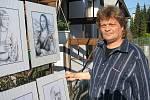 Výtvarník Boris Zvada má rád kresbu tužkou a perokresbu. Jak sám říká, barvu nedělá.