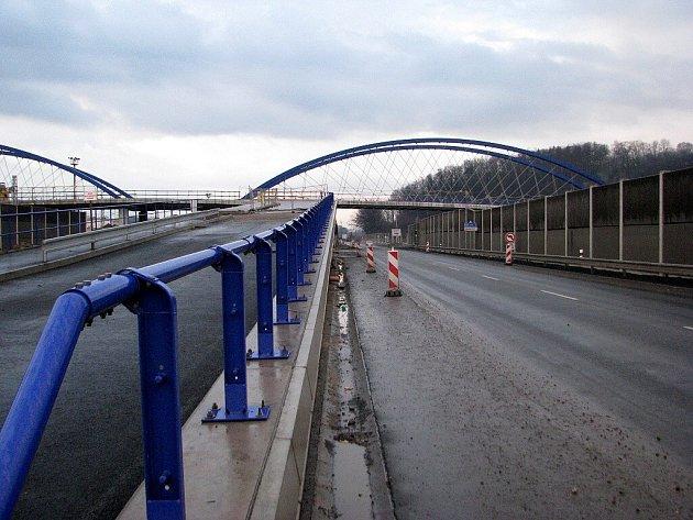Stavba nejdražší křižovatky v historii Třince, která je však výjimečná i svou konstrukcí, skončí do šesti týdnů.