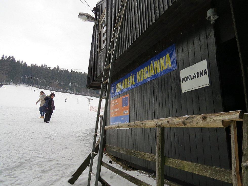Lyžařský areál Kocianka v Čeladné je stále v provozu.