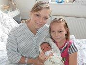 Sára Maňáková s maminkou a sestřičkou, Lučina, nar. 28. 10., 49 cm, 3,30 kg. Nemocnice ve Frýdku-Místku.