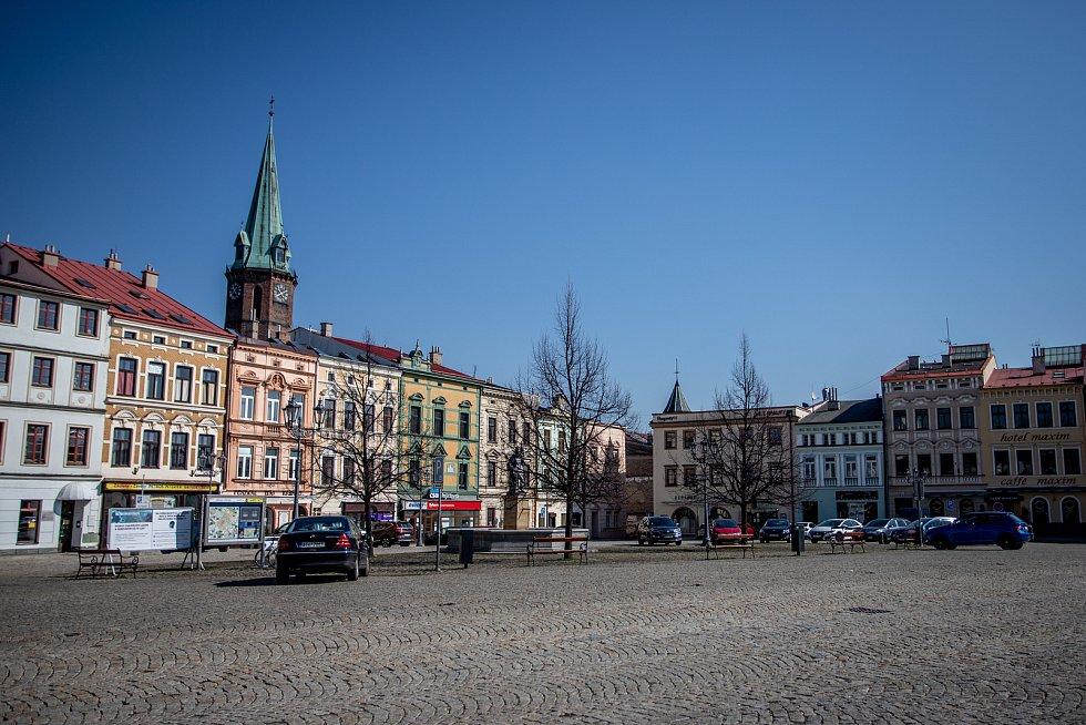 Frýdek-Místek v celostátní karanténě (Zámecké náměstí), 24. března 2020. Vláda ČR vyhlásila dne 15.3.2020 celostátní karanténu kvůli zamezení šíření novému koronavirové onemocnění (COVID-19).
