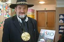 LAŠSKÝ KRÁL Zdeňa Viluš I. alias Zdeněk Krulikovský představil v sobotu na předvánočním Jarmarku řemesel v Krmelíně svou nejnovější knihu Lašsko, etnografický a kulturní region Moravy a Slezska.