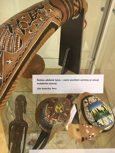Exponáty vystavené ve výstavě Volání dálek