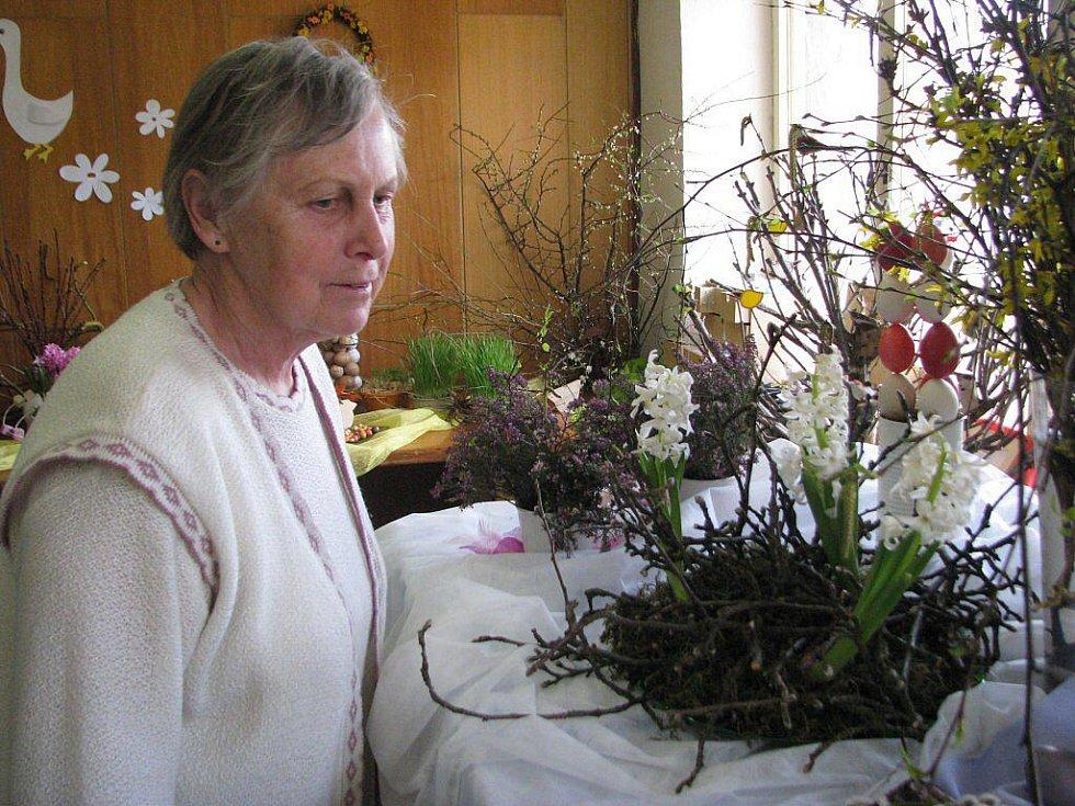 Jarmila Bražinová, zahrádkářka z Morávky, při tradiční velikonoční výstavě.