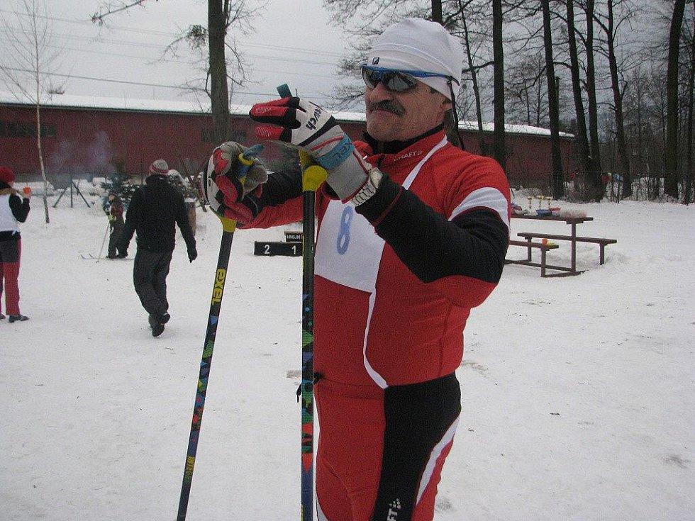 Vítěz Vlastimil Sosna po doběhu tříkilometrového závodu.