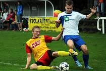Frýdlantský obránce Michal Střižík (ve žlutém) si v zimě vyzkoušel krátkou zkoušku v druholigovém Třinci.