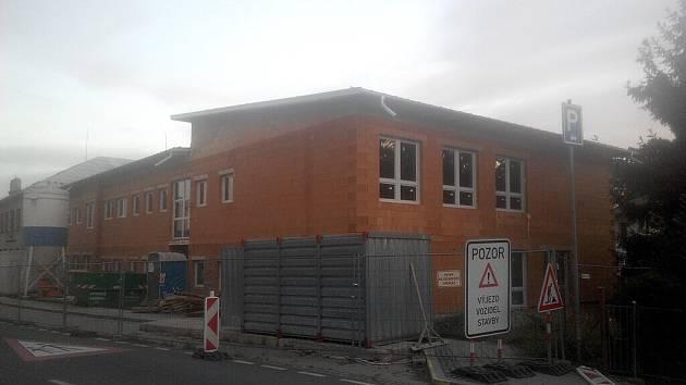 Přístavba školy v Kozlovicích.