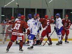 Hokejisté Frýdku-Místku vstoupili do letošní sezony vysokým vítězstvím nad valašskomeziříčskými Bobry 6:0.