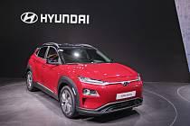 """Elektromobil Kona Electric - Automobilka Hyundai zahájí v březnu 2020 ve svém závodě v Nošovicích na Frýdecko-Místecku výrobu elektromobilů Kona Electric (na archivním snímku z 6. března 2018 z autosalonu v Ženevě). <body xmlns=""""http://newsml.ctk.cz/ns/ct"""