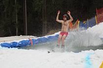 Přejezd přes bazén ve ski areálu Bílá.