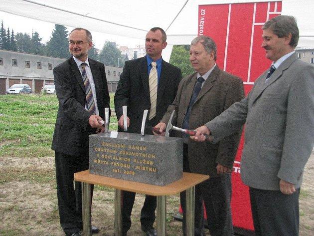 Ve Frýdku-Místku byl ve čtvrtek 17. září slavnostně poklepán základní kámen Centra zdravotních a sociálních služeb.