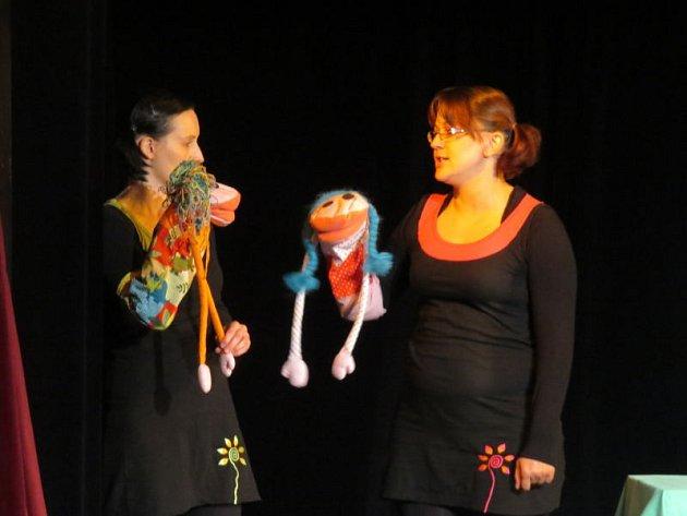 Divadlo Čtyřlístek ve Frýdku-Místku pořádalo během víkendu patnáctý ročník festivalu loutkových her pro děti. Na první sobotní představení dorazilo padesát diváků.