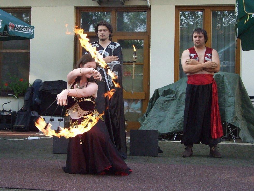 V sobotu se v Čeladné konal 2. ročník Lašského kulturního festivalu s Prosperitou. Na snímku ohnivá show souboru Keltik.