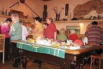 Metylovičtí senioři připravují tombolu.