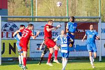 Ve druhé lize zbyly z našeho regionu už jen dva týmy. Třinec (v červeném) a Vítkovice.