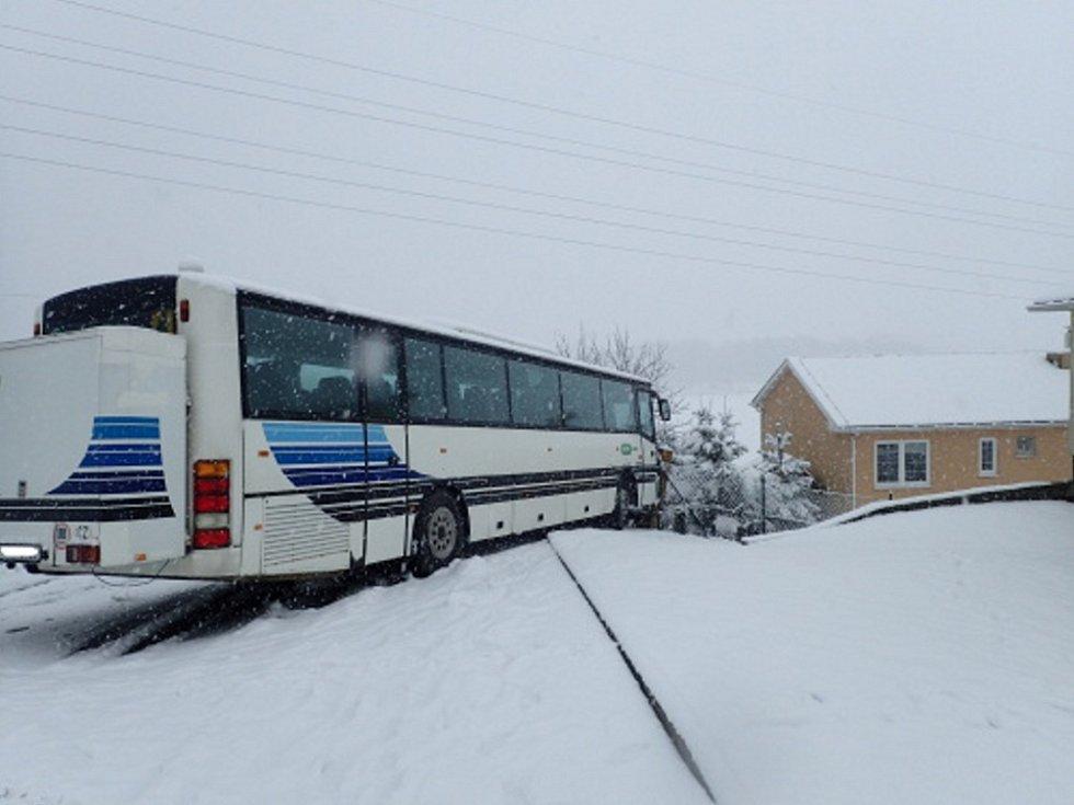 Vyproštění autobusu.