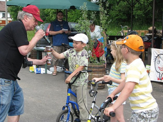 Den turistiky se konal v sobotu na brušperské přehradě. Pochodu se zúčastnily desítky zájemců, pěších, na kolech i s kočárky.