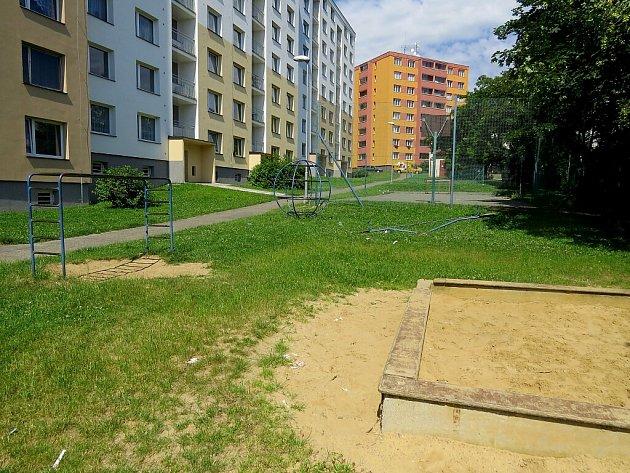 Hřiště vTřanovského ulici se dočkalo zásadní proměny. Snímek před rekonstrukcí.