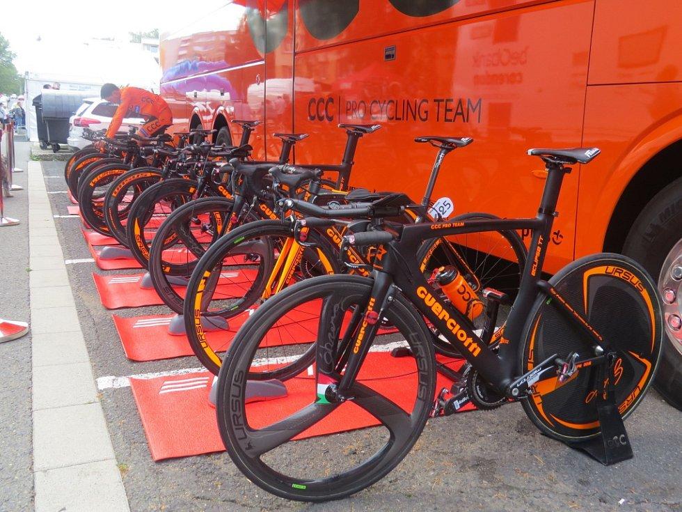 Ve Frýdku-Místku ve čtvrtek v podvečer odstartovala a finišovala týmová cyklistická časovka.