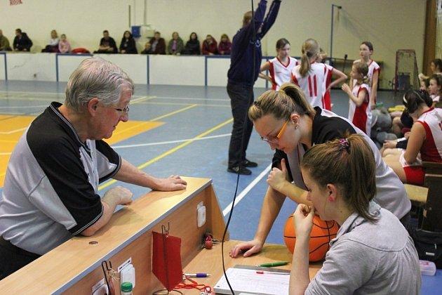 Utkání nejmladších minižákyň U11 mezi BK Frýdek-Místek a Basket Ostrava ze dne 2. února 2012.