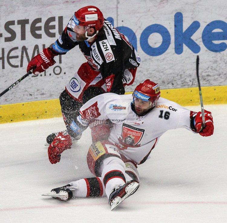 Třinec - Hradec Králové. Semifinále play-off.
