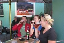Malý pivovar v třinecké části Karpentná v sobotu hostil pivní slavnosti, na kterých se čepovala piva malých pivovarů.