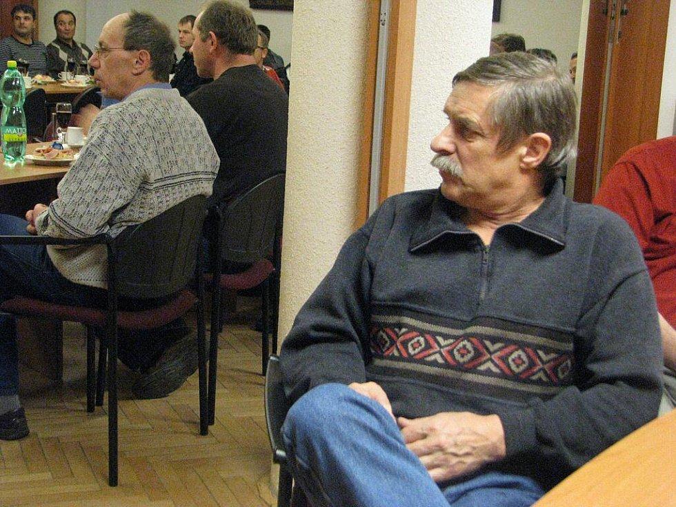 Vladislav Sikora v posluchárně Nemocnice Třinec, kde si převzal ocenění za bezpříspěvkové dárcovství krve.