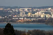 Pohled na Frýdek-Místek a přehradu Olešná, 28. března 2020 ve Frýdku-Místku.