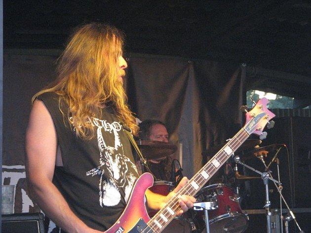 V areálu hasičské zbrojnice v Kozlovicích se v sobotu konal šestnáctý ročník tradičního beskydského metalového festivalu Immortal Shadows.