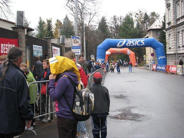 Na 23. ročníku Hornické desítky, který se konal 1. listopadu ve Frýdku-Místku, startovalo rekordních 1439 běžců.