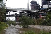 Rozvodněná Olše u Třineckých železáren.