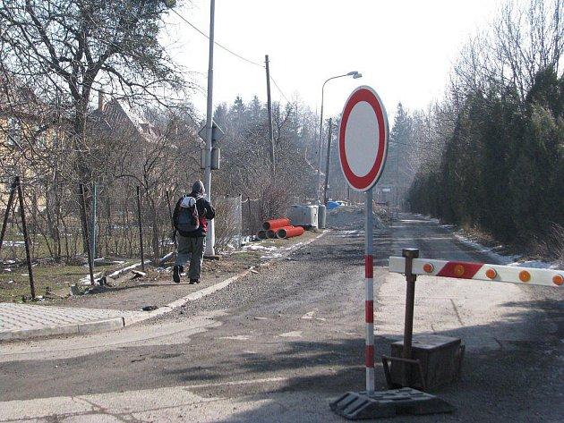 Revitalizace Olše si v Třinci vyžádala úplnou uzavírku silnice třetí třídy v ulici Na Samotách. Uzavírka kvůli výkopům pro uložení kanalizačního potrubí potrvá do 31. března.