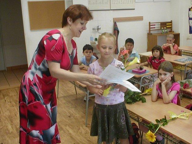 Veronika Malíková z první třídy místecké 4. základní školy Komenského dostala od paní učitelky velkou pochvalu a samé jedničky.