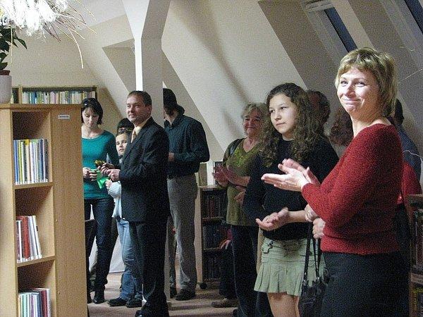 Snímek zachycuje otevření nových prostor knihovny vŽabni na sklonku roku 2009.